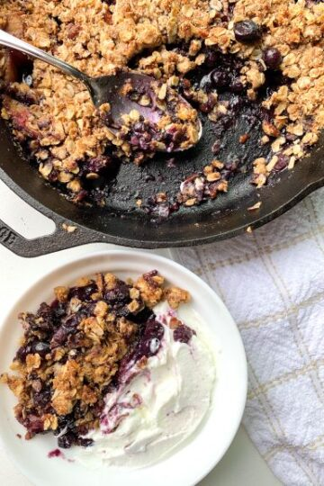 vegan blueberry peach crisp