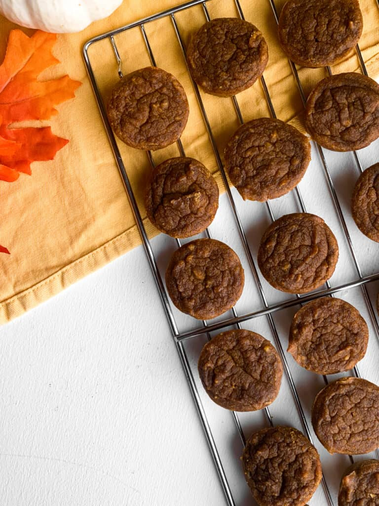 pumpkin banana mini muffins